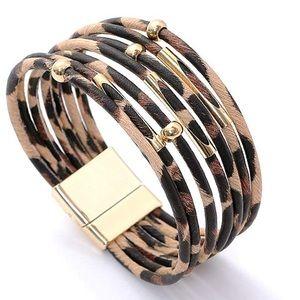 Jewelry - 🆕NEW!🛍 Leopard Bangle Bracelet 🐾